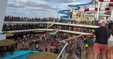 Carnival Horizon - Lido Pool