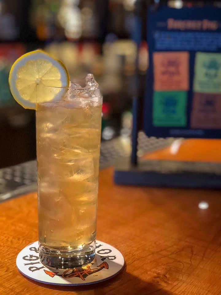 Cocktail glass of lynchburg lemonade with lemon wedge garnish