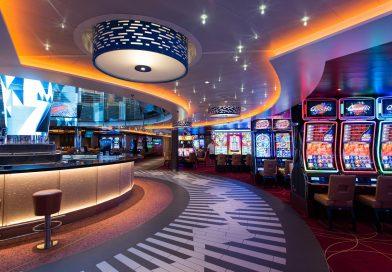 walkway in a cruise ship casino on the Carnival Horizon